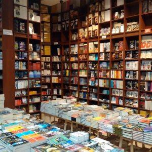 """Anticariatul Ex Libris de pe strada Doamnei se ghidează după principiile """"carte accesibilă"""" şi """"de toate pentru toţi"""""""